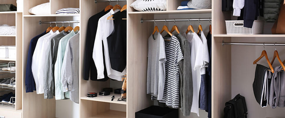 Ordnung im Kleiderschrank: Diese Tipps helfen beim ...
